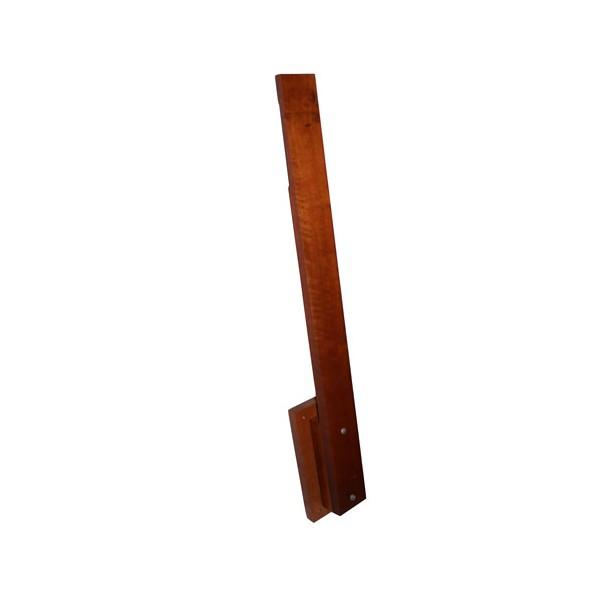 Poteau de makiwara en bois